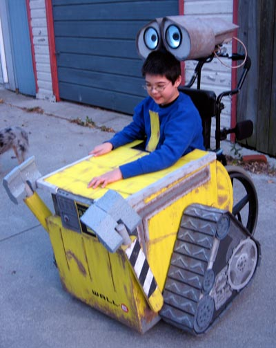 Jon as Wall-E, 3/4 right